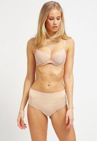 Spanx - EVERYDAY BRIEF - Stahovací prádlo - soft nude - 1