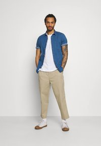 Only & Sons - ONSTROY LIFE CHAMBRAY STRETCH  - Overhemd - medium blue denim - 1