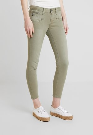ALEXA CROPPED - Jeans Skinny Fit - deep lichen green
