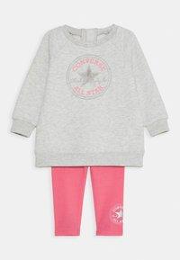Converse - CREW JOGGER SET - Felpa - bright pink lemonade - 0