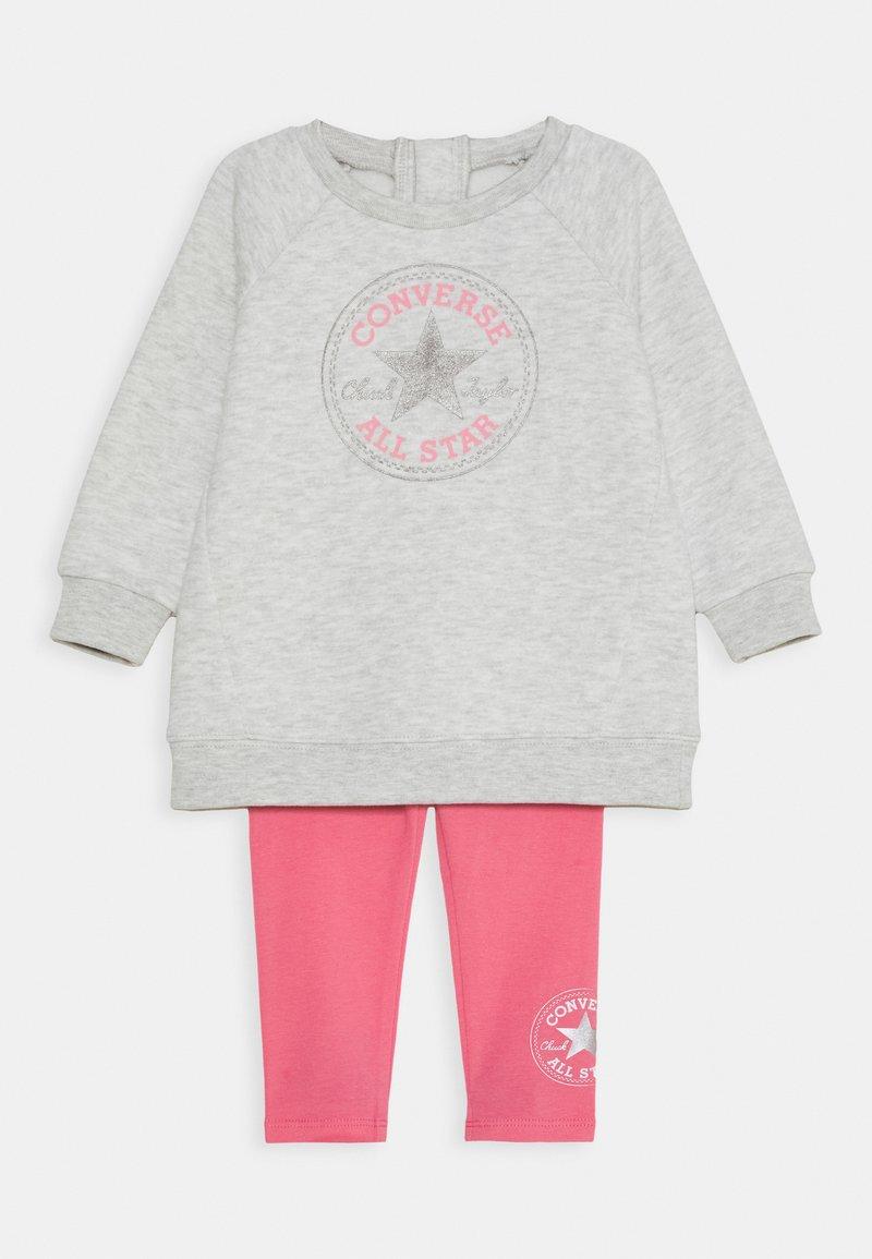 Converse - CREW JOGGER SET - Felpa - bright pink lemonade