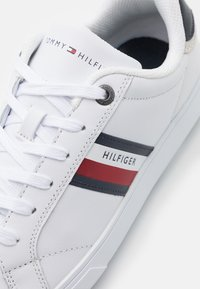 Tommy Hilfiger - ESSENTIAL CUPSOLE - Sneaker low - white - 5