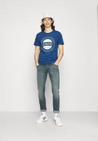 Jack & Jones - JJIGLENN JJFOX AGI - Slim fit jeans - blue denim - 1