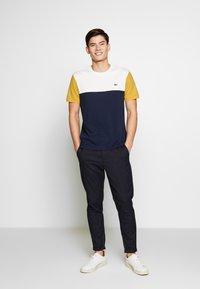 Lacoste - T-shirt imprimé - dark blue - 1
