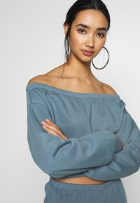 Nly by Nelly - OFF SHOULDER - Sweatshirt - blue - 4