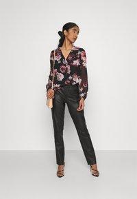 ONLY - ONLTILLY  VNECK - Long sleeved top - black - 1