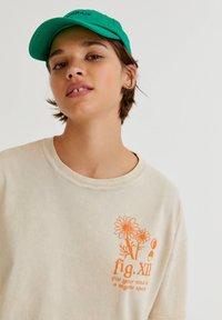 PULL&BEAR - Print T-shirt - mottled beige - 4