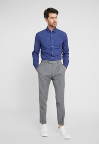 Tommy Hilfiger Tailored - WASHED PRINT CLASSIC SLIM SHIRT - Formal shirt - blue - 1