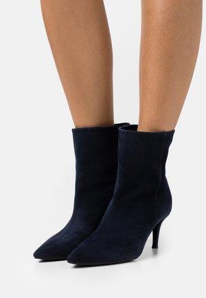 Kotníkové boty - amalfi navy
