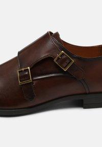 Office - MADDISON - Scarpe senza lacci - brown - 6