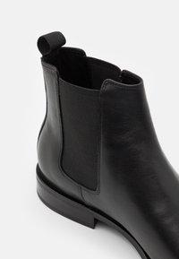 Vagabond - PERCY - Kotníkové boty - black - 5