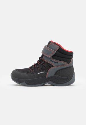 SENTIERO BOY WPF - Winter boots - black/red