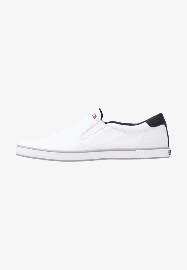 ICONIC - Nazouvací boty - white