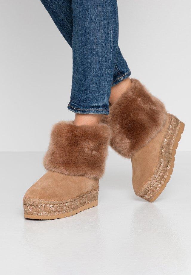 Winter boots - camel