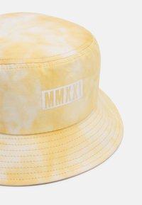 Vintage Supply - BUCKET HAT UNISEX - Klobouk - camel/white - 3