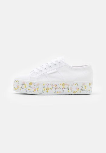 2790  - Trainers - white