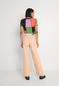 The Ragged Priest - WAVE - Relaxed fit jeans - pink/yellow - 2