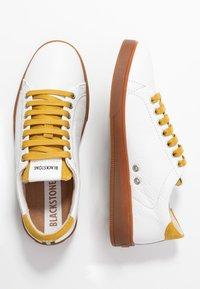 Blackstone - Baskets basses - white/oil yellow - 3
