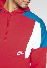 Nike Sportswear - HOODIE - Bluza z kapturem - university red/white/industrial blue - 5