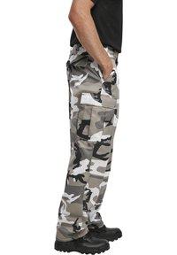 Brandit - Pantaloni cargo - snowcamo - 4
