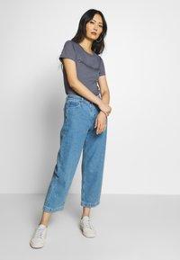 Calvin Klein Jeans - LOGO SLIM FIT TEE - Printtipaita - abstract grey - 1
