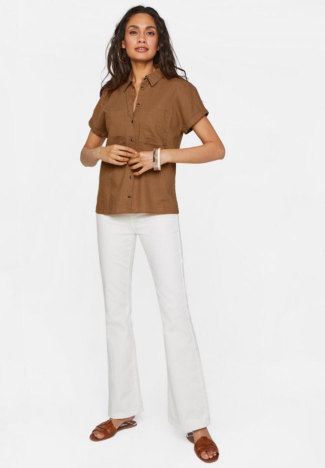 MIT HOHEM STRETCHANTEIL - Flared Jeans - off-white