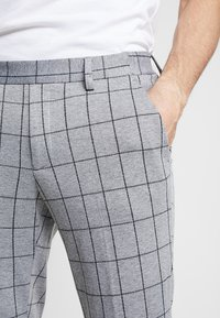 Only & Sons - ONSCARL CHECK - Trousers - light grey melange - 4