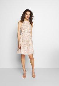 Needle & Thread - SWEET PETAL CAMI DRESS EXCLUSIVE - Koktejlové šaty/ šaty na párty - meadow pink - 1