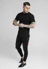 SIKSILK - INSET CUFF GYM TEE - Basic T-shirt - black - 1