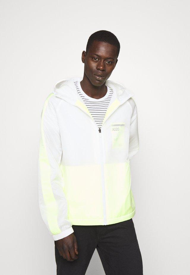 OVERLAY JACKET - Summer jacket - white