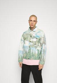 Jaded London - ALASKA LANDSCAPE WESTERN JACKET - Denim jacket - multi-coloured - 0