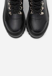 Koi Footwear - VEGAN HYDRA - Platåstövletter - black - 5