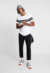 Jack & Jones - ONSBIKE LONGY TEE - Print T-shirt - white - 1