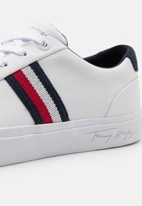 Tommy Hilfiger - CORPORATE - Trainers - white - 5