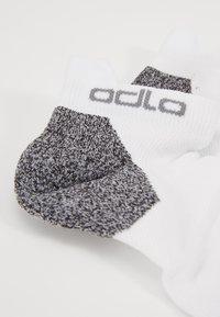 ODLO - SOCKS LOW CERAMICOOL - Calcetines de deporte - white - 2