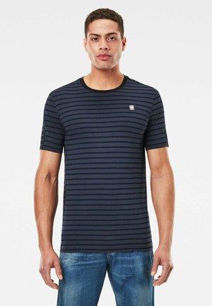 Korpaz Stripe Graphic Slim - Print T-shirt - sartho blue/dk black stripe