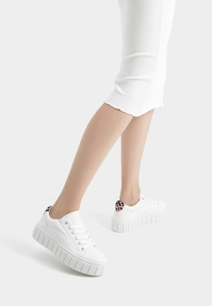 MIT STEPPMUSTER - Sneakers laag - white