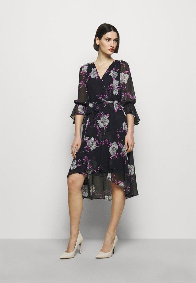 Day dress - peonies midnight/fuschia