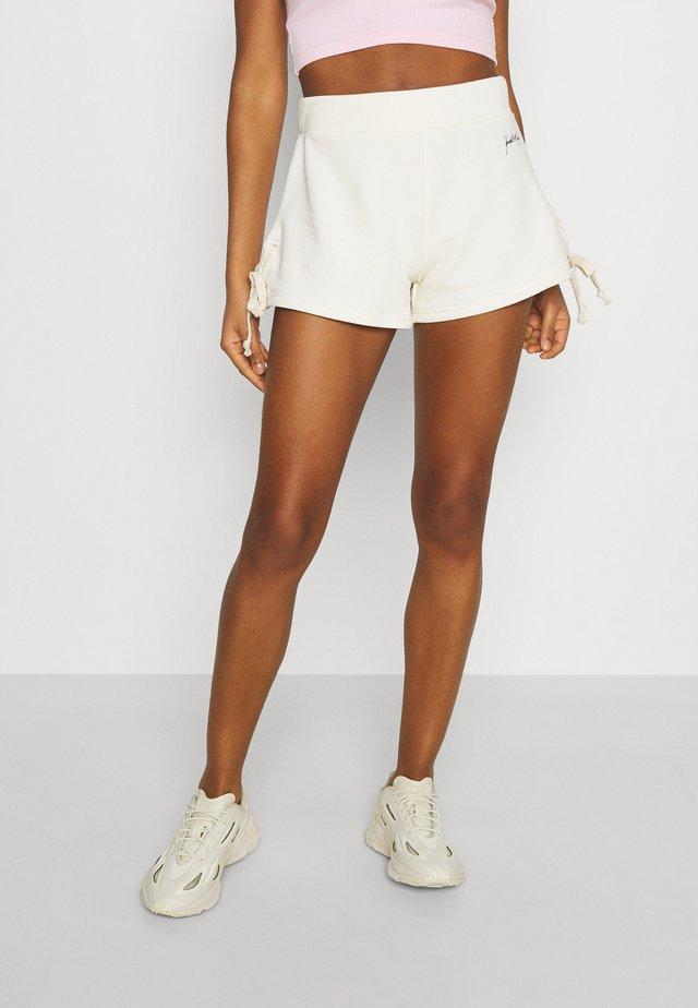 RIBBON - Shorts - off white