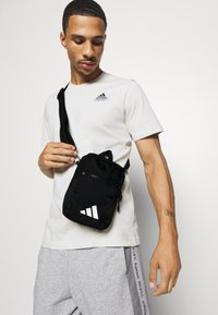 adidas Performance - PARKHOOD UNISEX - Taška spříčným popruhem - black/white - 0