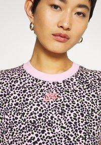 Nike Sportswear - PACK TEE - Print T-shirt - pink - 4