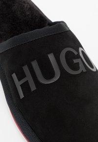HUGO - COZY - Pantuflas - black - 5