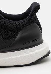adidas Performance - ULTRABOOST 4.0 DNA UNISEX - Zapatillas - core black/footwear white - 5