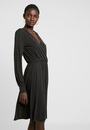OBJSANDY NADIA DRESS - Jerseykleid - black