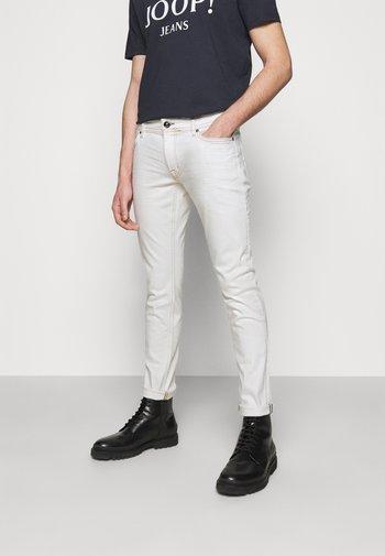 HAMOND  - Jeansy Slim Fit - white