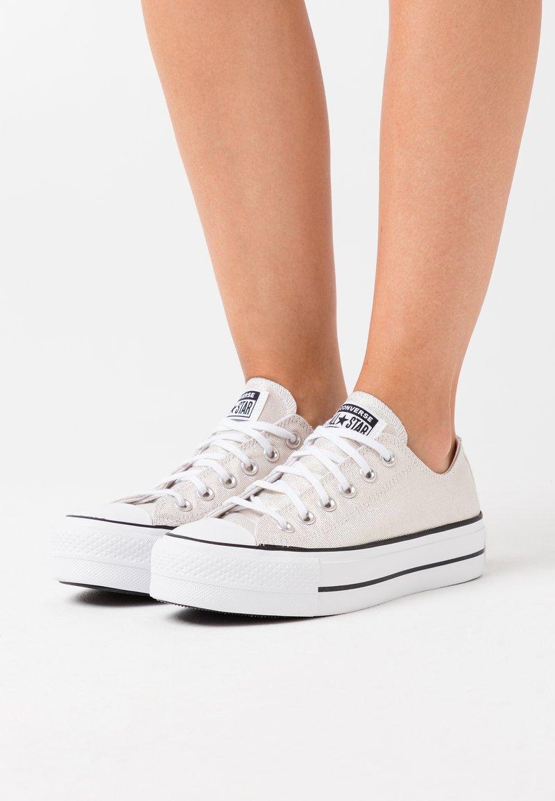 Converse - CHUCK TAYLOR ALL STAR LIFT - Joggesko - silver/black/white