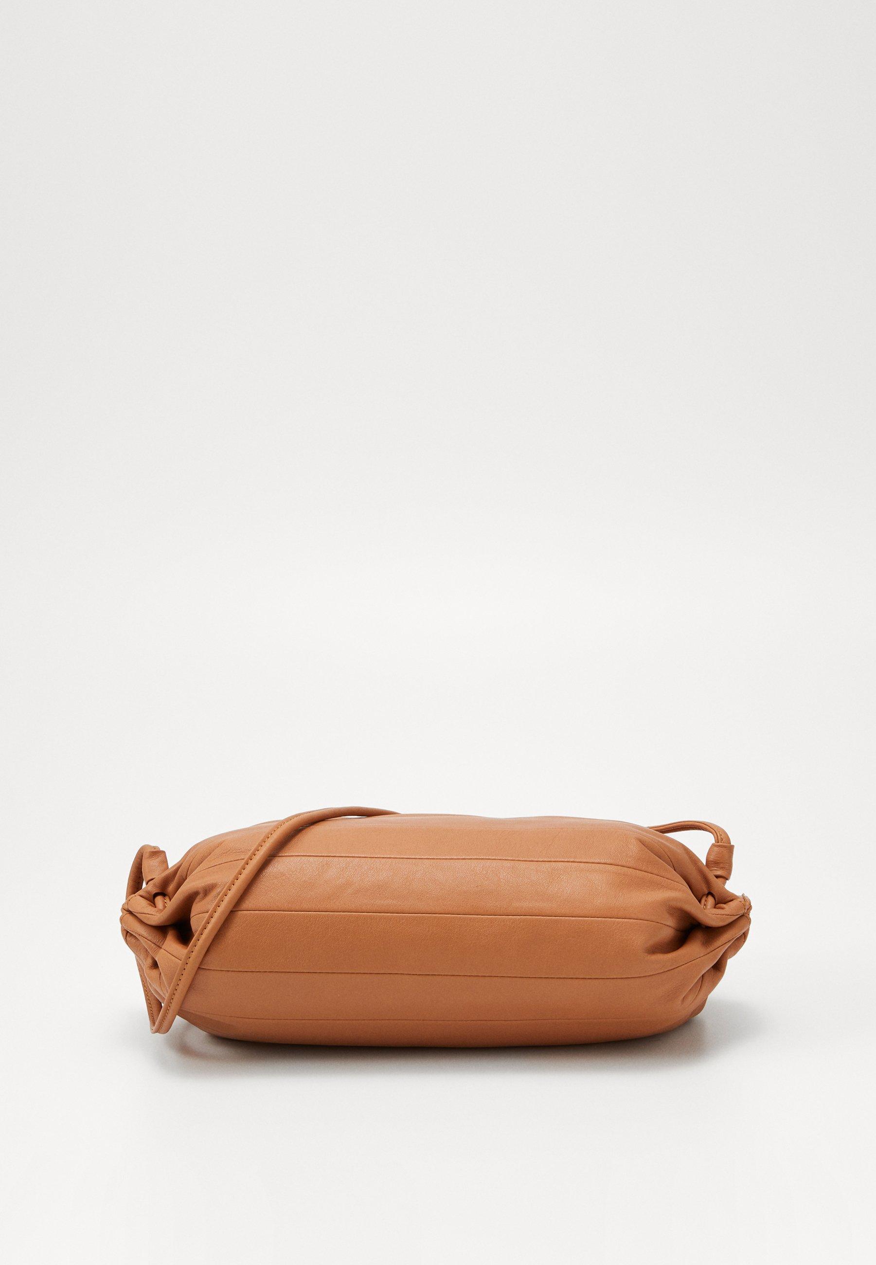KARLA BAG Axelremsväska golden brown