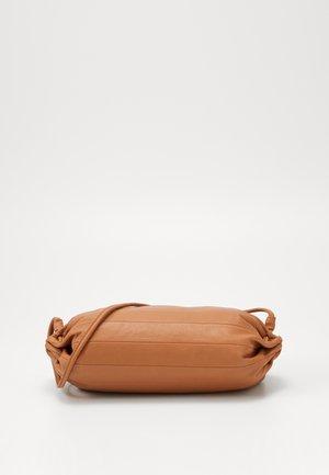 KARLA BAG - Umhängetasche - golden brown