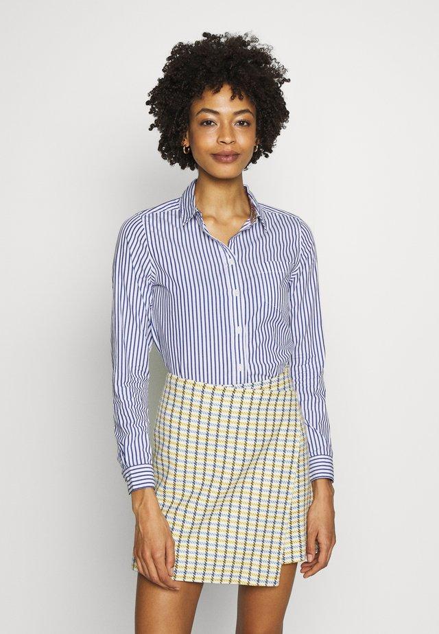 CAMISA RAYA PAISLEY - Button-down blouse - light blue