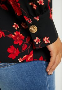 Dorothy Perkins Curve - PLEAT NECK HONEY FLORAL - Bluse - red - 5
